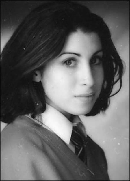 20110724055630-amy-winehouse-before-drugs.jpg